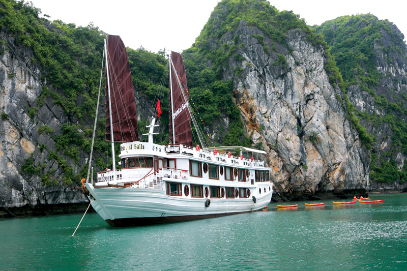 ORIENTAL SAILS CRUISE BAI TU LONG BAY-Last minute deal $110