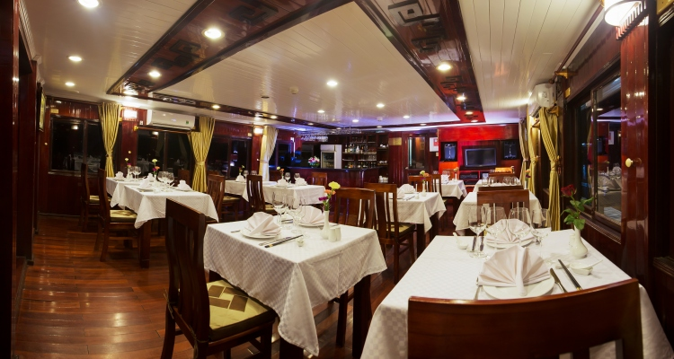 Swan Cruises Dining room