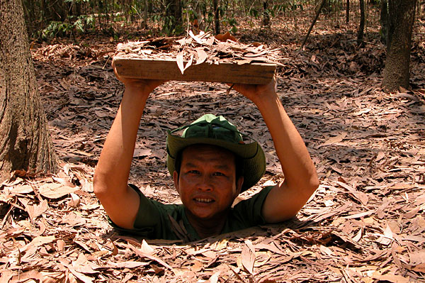 CU CHI TUNNELS & CAO DAI TEMPLE GROUP TOUR